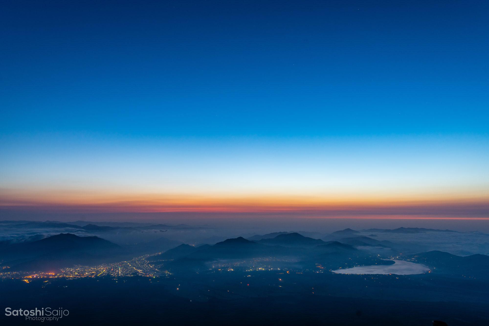 富士山から夜から朝へ変わる景色