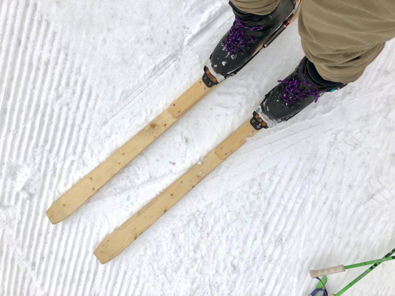自作したパイン材のスキー